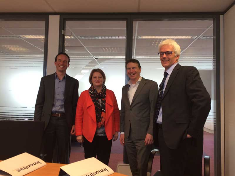 van links naar rechts: Edwin Reinhoudt (Project Lead Decentralization Back Office bij Fundis), Saskia Otten (Manager Backoffice Fundis Services), Tony Johnson (CEO Lemontree), Ton van Dorp (manager Backoffice Welthuis)